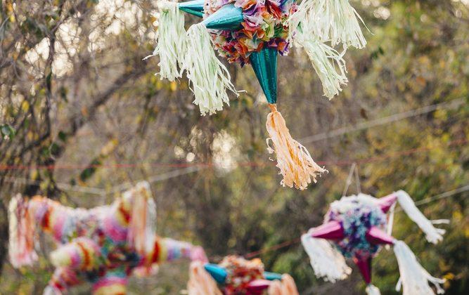 Piñatas navideñas en México